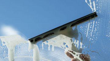 Nettoyage des surfaces vitrées