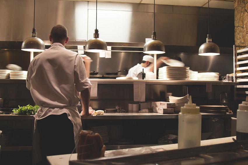Entretien nettoyage de salle et cuisine pour restaurant à Nantes en Loire Atlantique