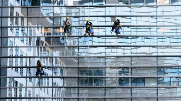Nettoyage de vitre en hauteur accès difficile à Nantes