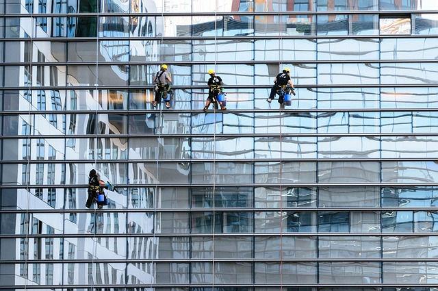 Nettoyage de vitres hauteur et accès difficile à Nantes